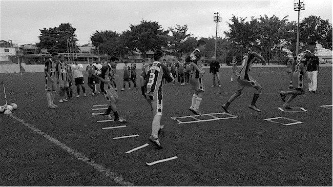 treino categoria de base de futebol com equipamentos da Actual com Projeto FCK Levae