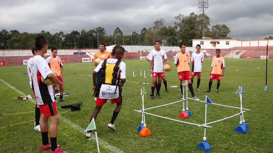 FUNCIONAL: Equipamentos para Treino de agilidade como estacas, barreiras, paraquedas de corridas, ...