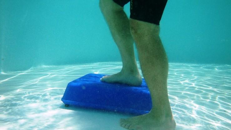 hidro step Actual - step para hidro - modelo compacto na piscina