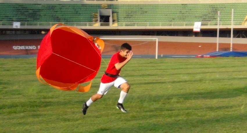 paraquedas para corridas em treino no ibirapuera