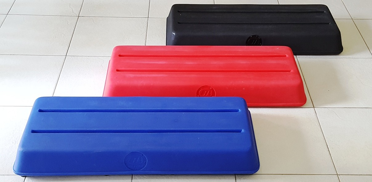 Novas cores do step Actual® Profissional 95x40x14cm - club size, para academias e salas de ginástica aeróbica.