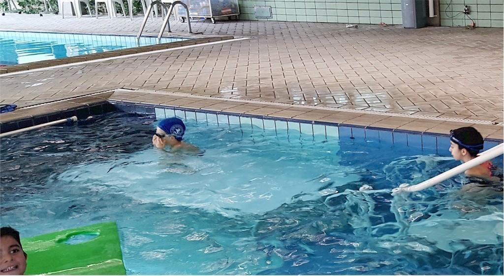 plataforma 2x1m em piscina recreativa