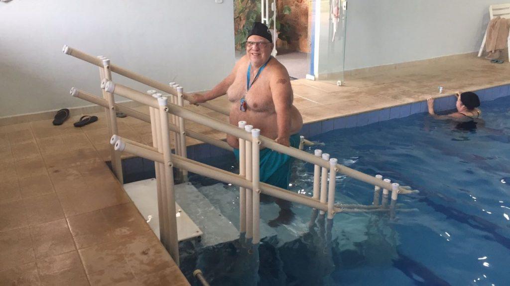 escada de piscina Actual especial para o Spa Serra do Japi, para usuários muito acima do peso