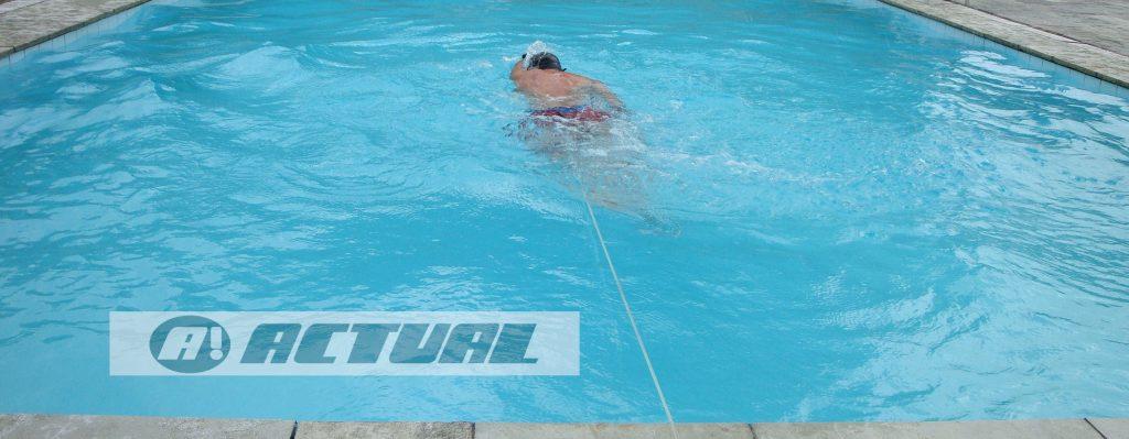 cinto de natação Actual modelo PU na piscina